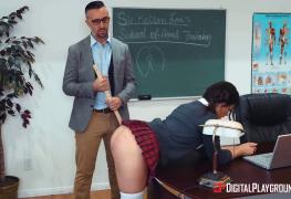 Aluna novinha dando o cu para o professor