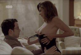 Angela dippe mostrando os peitos na série o negócio