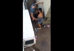 Botou a mulher e o viado pra mamar na rua