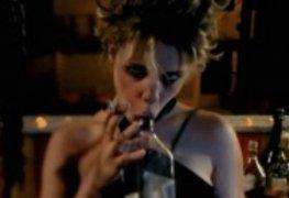 Bruna Linzmeyer fazendo sexo oral em garrafa