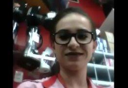 Carla funcionária de uma loja gravou um vídeo dando a buceta pro patrão