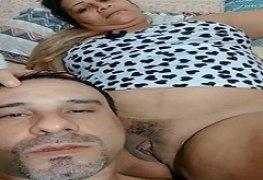 Carlos chupando a buceta gorda da esposa