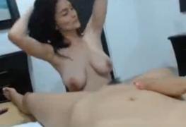 Colombianas gostosas se beijando e masturbando