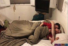 Dividindo a cama com minha madrasta gostosa