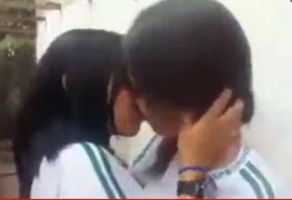 duas novinhas se pegando depois da aula