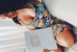Emanuelly Raquel Youtuber fazendo uma punheta guiada