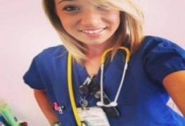 Enfermeira gostosa caiu na net levando gozada na cara