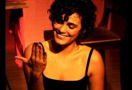 Fabiola buzin pelada levando chupada na buceta em filme