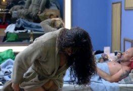 Fernanda lacerda mostrando a buceta ao trocar de roupa em a fazenda