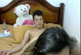 Fode namorada na cama dela ao vivo na cam pra verem