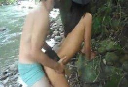 Fodendo a casada na beira do rio e o corno excitado filmando