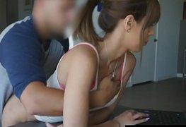 Fodendo novinha inocente enquanto mexia notebook em video amador