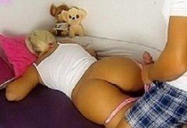 Gozando na bunda gostosa da tia dormindo