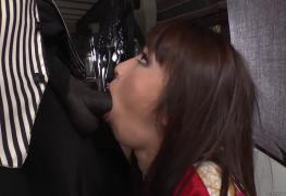 Japonesa degustando a pica do negro dotado