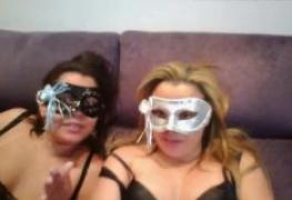 Lésbicas caíram na net na Livecam numa exibição ao vivo do sexlog