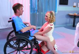 Milagre da medicina faz cadeirante andar