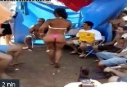 Morena bebada causando no assentamento com varios machos