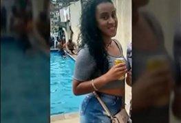 Morena carioca caiu na net transando com dois