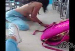 Morena enlouquecida na sala de aula