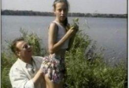 Novinha 18 com coroa na lagoa
