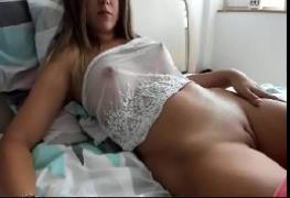 Novinha com peitos maravilhosos na webcam