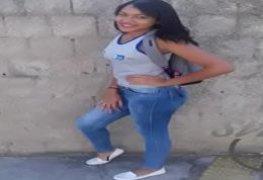 Novinha da favela dançando funk peladinha em vídeo amador