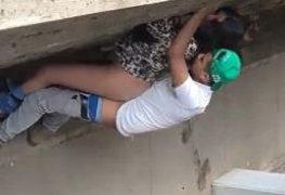 Novinha fodendo ao ar livre com rapaz