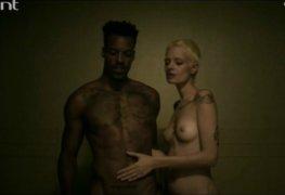 Patricia dejesus pelada em cena de orgia na série desnude - parte 2