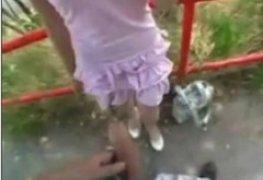 Pegando a loirinha novinha no parque em publico