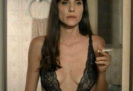 Rafaela mandelli de lingerie transparente na série desnude