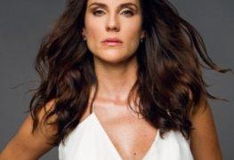 Rafaela mandelli pelada em cena de sexo na série desnude