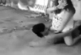 Rockeira gordinha dando embaixo da ponte e foi filmada
