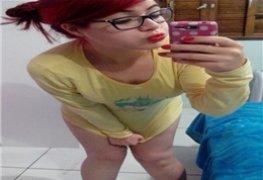 Ruivinha caiu na net mostrando a raba e os peitinhos