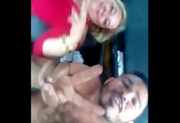 Sogra pagando boquete pro genro no carro escondido da filha