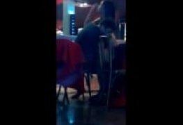 Tarados transando em restaurante sexo em publico