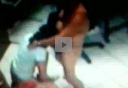 Tio tarado botou sobrinha pra mamar e foi filmado