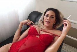 Top travesti Bellatrix Fontes em seu ensaio sensual