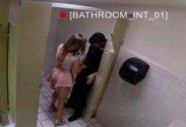 Traindo marido no banheiro do restaurante - Sex Videos Prive - Porn Videos