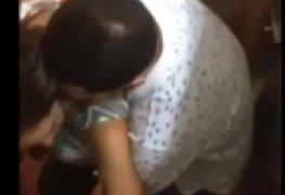 Um flagra em festinha universitaria no banheiro com bebada
