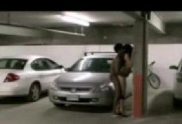 Um flagra real de sexo no estacionamento
