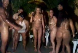 Video de orgia brasileira mostra sexo grupal na festa