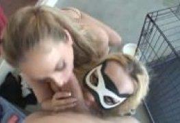 Video de sexo anal com duas loiras gostosas